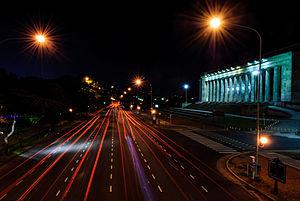 Avenida Figueroa Alcorta - Night shot of Figueroa Alcorta Avenue with Buenos Aires Law School to the right