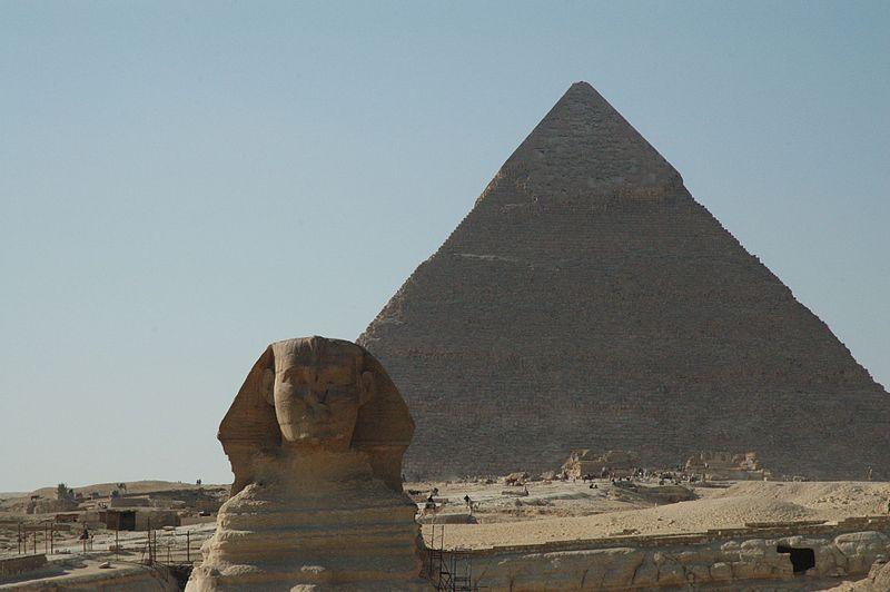 Sfinxen och Chefren-pyramiden i nuvarande Egypten