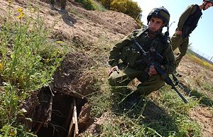 Philadelphi Route - IDF soldiers uncover a tunnel near the Philadelphi Route shortly before the disengagement
