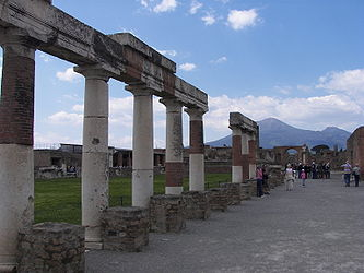 Forum in Pompeii 3.jpg