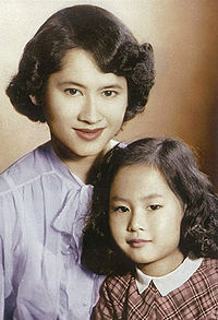 Galyani Vadhana and her daughter.jpg