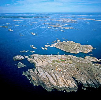 Kattsund-Koster dyke swarm - View of the diabase and gabbro dykes in the Koster Islands, Sweden.