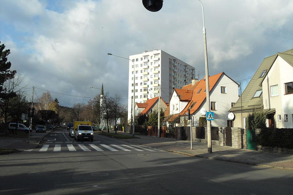 1024px-Gda%C5%84sk_ulica_Polanki.jpg
