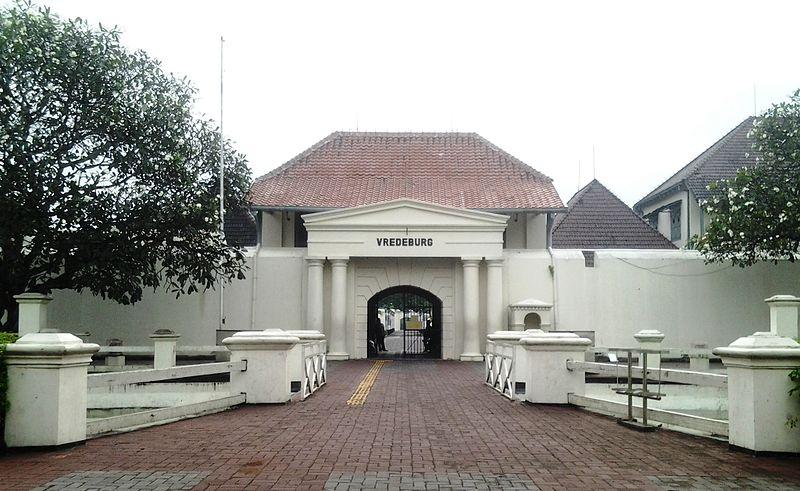 Berkas:Gerbang depan Museum Vredeburg Yogyakarta.jpg
