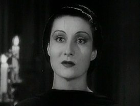 GloriaHolden2DraculasDaughterTrailerScreenshot1936.jpg