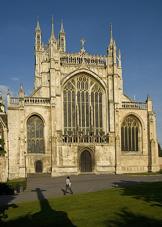 Four-centred arch - Image: Gloucester Cathedral Front