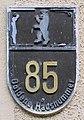 Goldene Hausnummer Grünberger Str 85 (Friedh) Goldene Hausnummer.jpg
