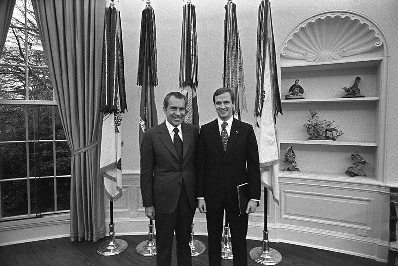 Gordon Strachan and Richard Nixon in Oval Office.jpg