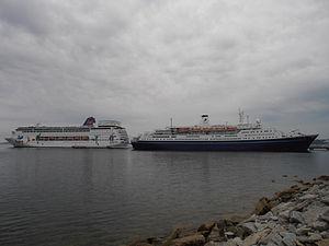 Grand Mistral legt rueckwaerts an Tallinn 11 Juni 2012.JPG