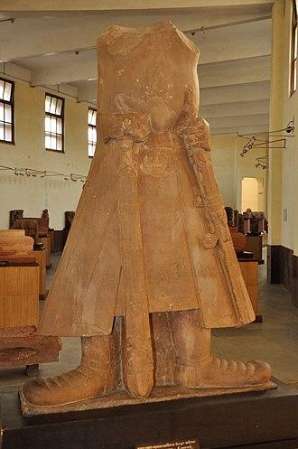 Achkan - Image: Great Emperor Kanishka Greatest of Kushan Monarchs Circa 1st Century CE Mathura Government Museum Mathura 2013 02 23 5837