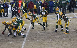 Motion (gridiron football) - Tight end Andrew Quarless  (81) in motion.