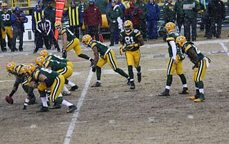 Motion (gridiron football) - Tight end Andrew Quarless (81) in motion