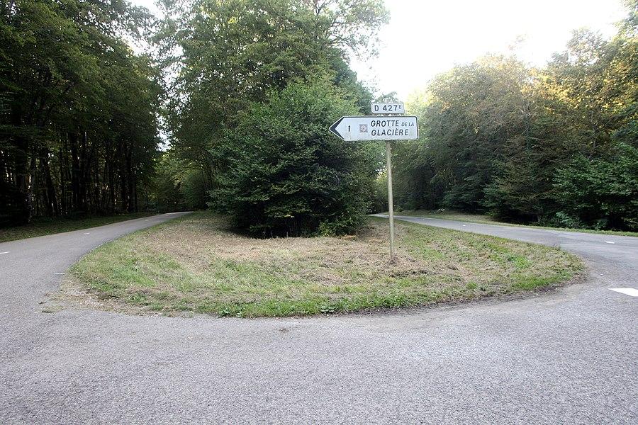 Direction de la grotte de la Glacière à Chaux-les-Passavant (Doubs).