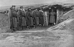 Guerra ruso-japonesa, entrada del alojamiento del general Asaki, delante de Sandepú.jpg