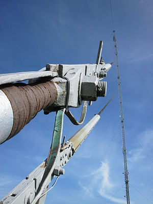 Guyed mast - Image: Guyed mast cable