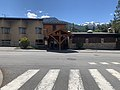 Hôtel Le Lac (Embrun) en mai 2021 et passage piéton.jpg