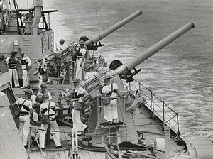 HMAS Sydney (D48) - 4-inch guns on HMAS Sydney
