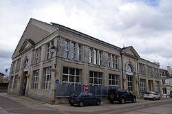 Halles-et-Mairie-de-Gençay.jpg