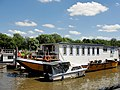 Houseboat on the Thames at Isleworth - panoramio.jpg