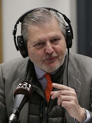 Spokesperson of the Government of Spain - Image: Iñigo Méndez de Vigo visita la radio escuela municipal M21 02 (cropped)
