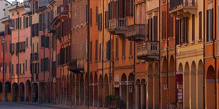 Portici di bologna wikipedia for Foto di portici in pietra