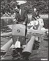 In het Linnaeushof te Bennebroek heeft Godfried Bomans een waterfietswedstrijd g, Bestanddeelnr 093-0205.jpg