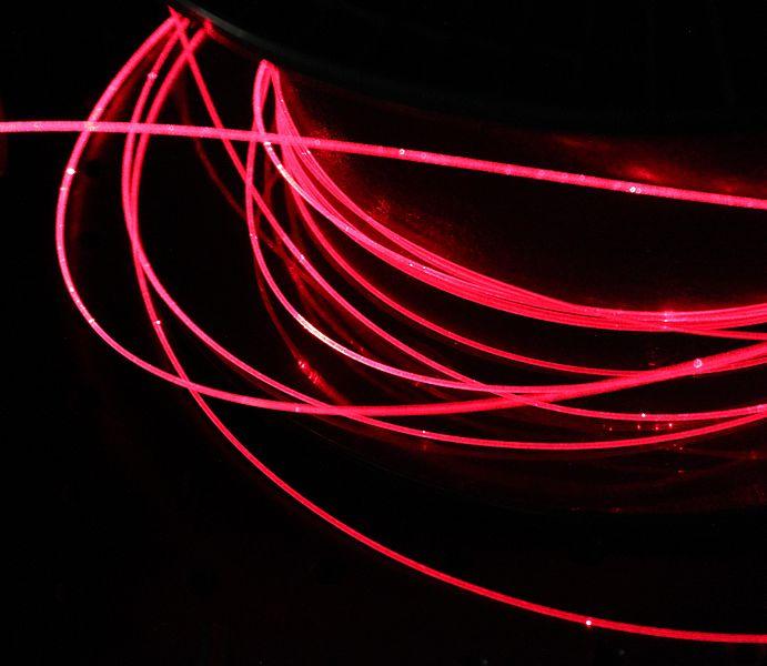 File:Injection dans une fibre optique plastique 3.JPG