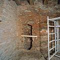 Interieur, overzicht nis met waterput, tijdens restauratie - Nederhemert-Zuid - 20335005 - RCE.jpg