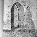 Interieur dicht gezet venster in noorderzijbeuk - Batenburg - 20028255 - RCE.jpg