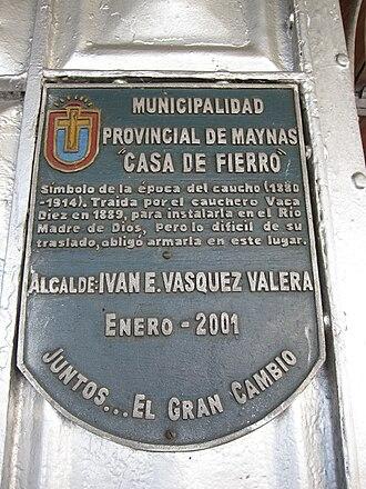 Casa de Fierro - Commemorative plaque mounted on the exterior wall