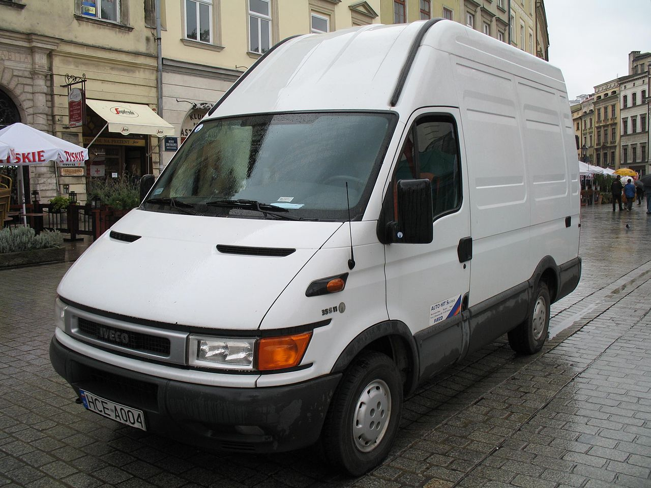 file iveco daily 35s11 in krak wikimedia commons. Black Bedroom Furniture Sets. Home Design Ideas