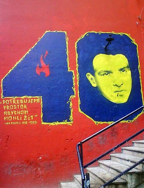 Graffiti en hommage à Jan Palach mort en 1968 pour protester contre l'invasion soviétique de Prague. Photo de Roberta F.