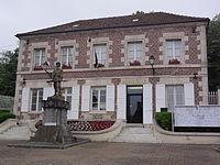 Jaux (Oise) Mairie et monument aux morts.JPG