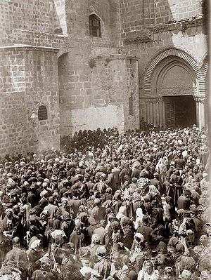 Jerusalem in 1898: crowd in front of the Churc...