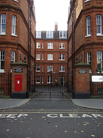 Joking Apart - The exclusive block of flats in Chelsea, London that were used as the exterior of Mark's flat