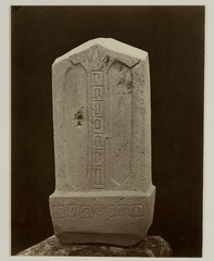 KITLV 28244 - Isidore van Kinsbergen - Stone (back) with inscriptions at the residency in Kediri - 1866-12-1867-01.tif