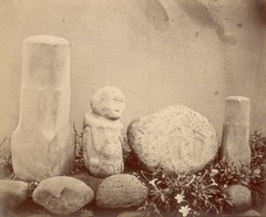 KITLV 87619 - Isidore van Kinsbergen - Sculptures at Tjipakoe at Tjiamis - Before 1900.tif