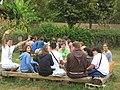 Kleingruppen bei der Bibelarbeit in Taizé.jpg