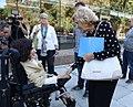 La alcaldesa amadrina la Joya Solidaria para la prevención del suicidio (04).jpg