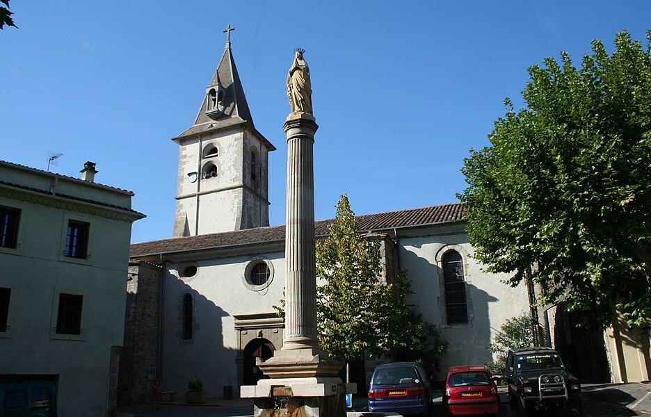 Le Poujol-sur-Orb (Hérault) - Église Saint-Jean-Baptiste et statue de la Vierge sur une colonne.