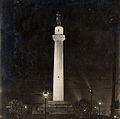 Lee Circle at night Teunisson 1917.jpg