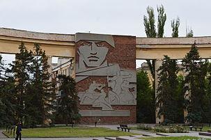 Дом Павлова 303px-Lenin_Square_in_Volgograd_001