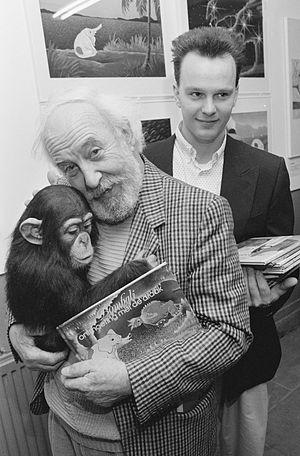 Lex Goudsmit - Lex Goudsmit presents his children book Bombali illustrated by his son Riek (1989)