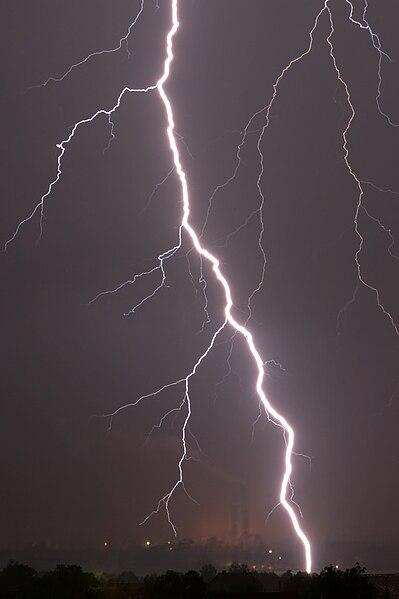 File:Lightning in Zdolbuniv.jpg