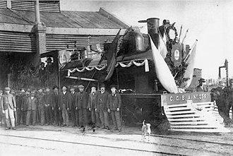 Compañía General de Ferrocarriles en la Provincia de Buenos Aires - Locomotive and workers in Rosario, 1918.