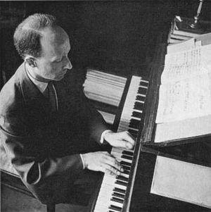 Witold Lutosławski - Witold Lutosławski at the piano