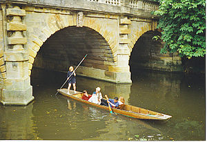 Magdalen Bridge - Punting at Magdalen Bridge.