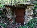 Malá Chuchle, Mariánský pramen, dveře za kaplí (01).jpg