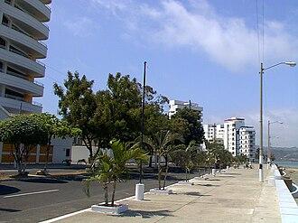 Bahía de Caráquez - Image: Malecón de Bahía de Caráquez