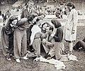 Marcel Cerdan, champion d'Europe, signant à ses admiratrices des autographes à Colombes, en juin 1939.jpg